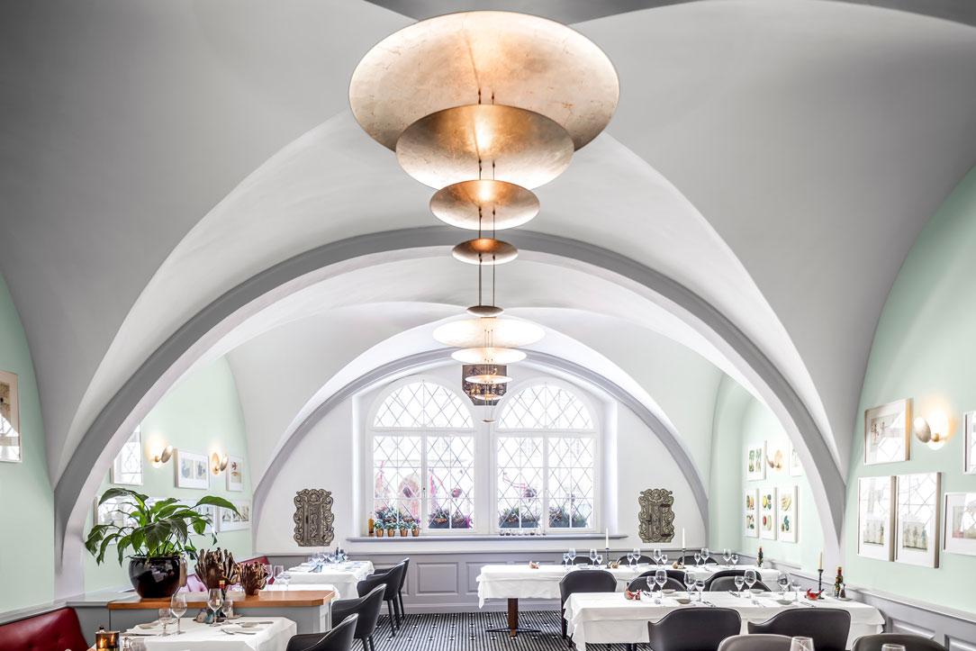 Restaurant am Gallusplatz mit gewölbter BASWA Phon Akustikdecke